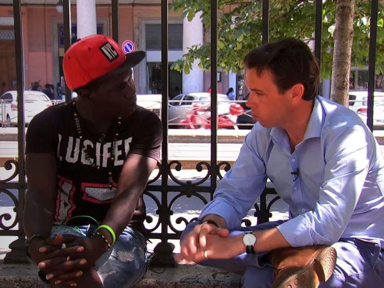 Jack Janko, un migrant de 24 ans du Sénégal, parle à Mark Stone en Italie.