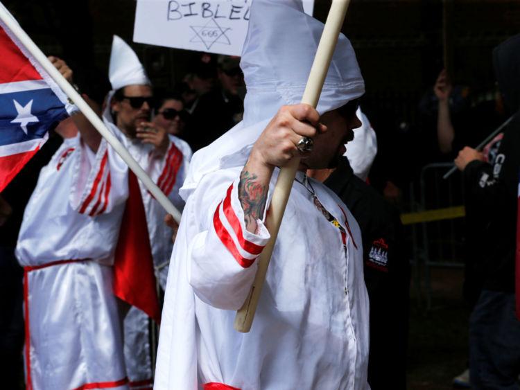 Membres du rassemblement Ku Klux Klan en opposition aux propositions de la ville pour supprimer ou apporter des modifications aux monuments confédérés à Charlottesville