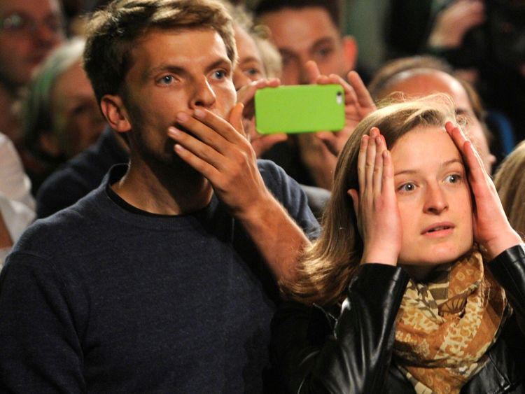 Supporters de l'Alliance 90 / Le parti des Verts réagit aux premiers sondages de sortie lors des élections générales (Bundestagswahl) à Berlin, en Allemagne, le 24 septembre 2017. REUTERS / Stefanie Loos TPX IMAGES DU JOUR
