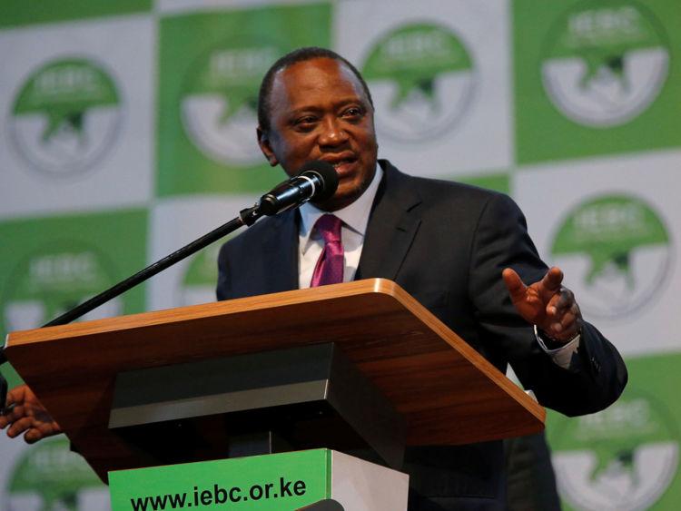 DATE IMPORTÉE: le 11 août 2017 Le président ordinaire Uhuru Kenyatta parle après avoir été annoncé vainqueur de l'élection présidentielle au centre national de dépaysement d'IEBC aux Bomas du Kenya, à Nairobi, au Kenya le 11 août 2017. REUTERS / Thomas Mukoya
