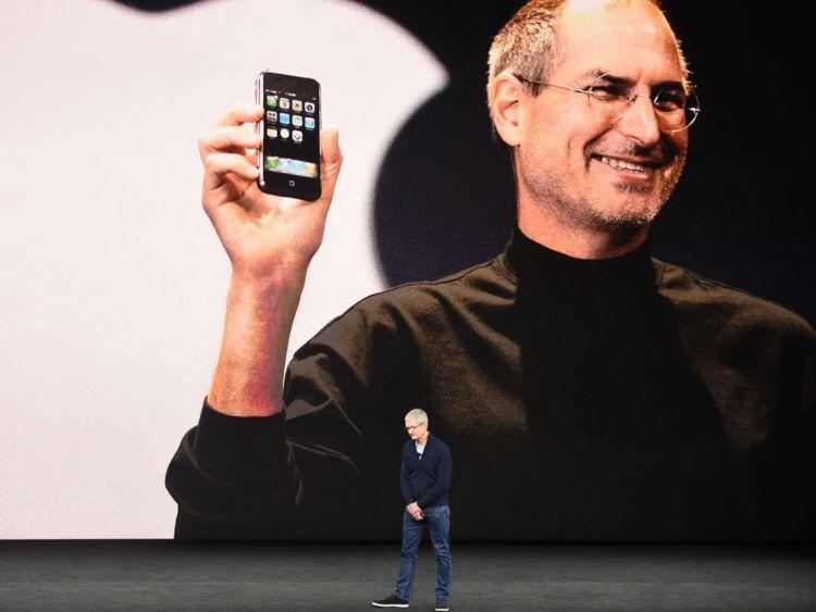 Le lancement comprenait un hommage à la fin du PDG d'Apple Steve Jobs