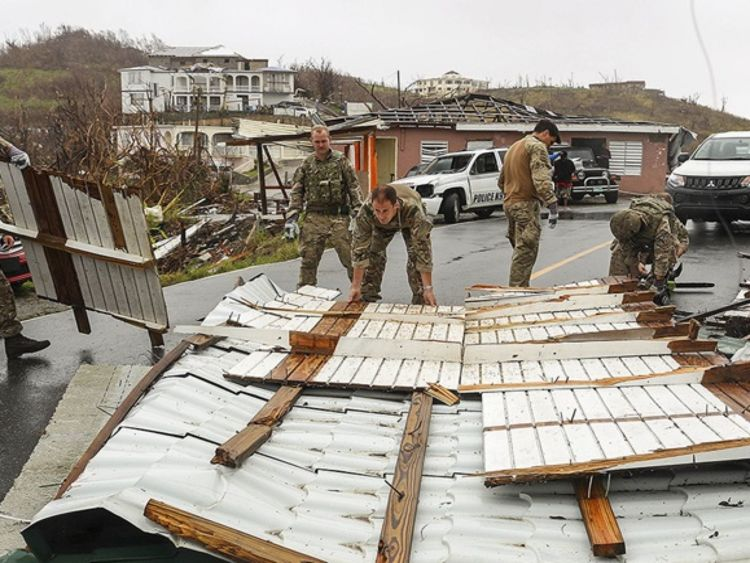 Royal Marines a aidé les résidents des BVI à la suite de l'ouragan Irma. Pic: MoD