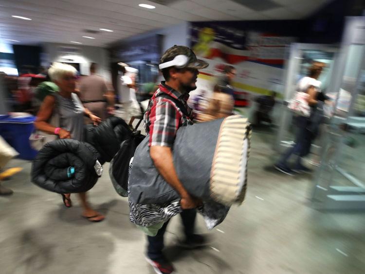 Des dizaines de milliers ont fui leurs maisons, laissant leurs biens derrière