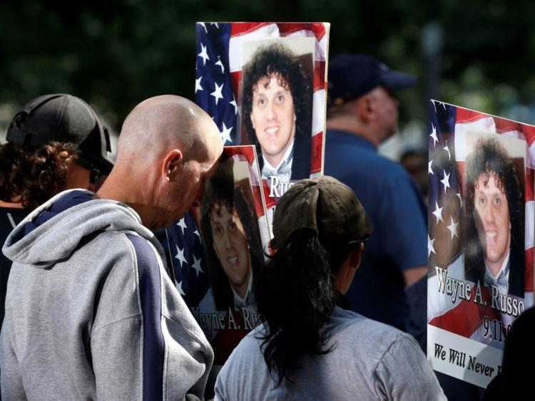 Familles de la victime Wayne A. Russo lors de la cérémonie de New York