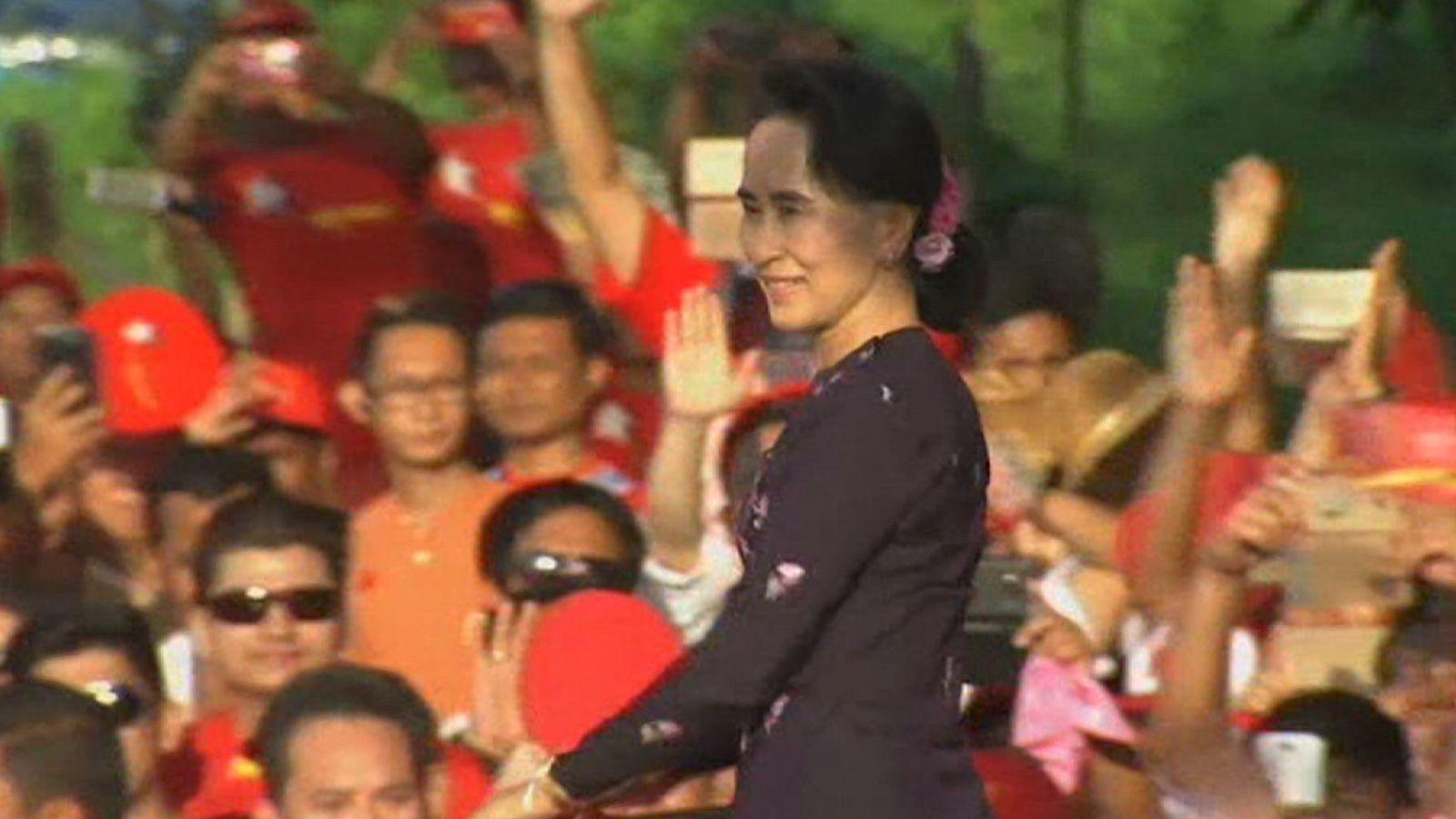 Aung San Suu Kyi a reçu des critiques pour n'avoir apparemment pas parler de la persécution de la population musulmane Rohingya au Myanmar