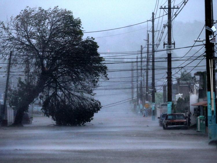 Une rue inondée à Fajardo, Puerto Rico