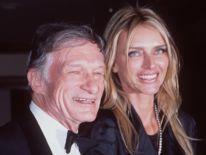 10/9/98 Fondateur de Playboy et rédacteur en chef, Hugh Hefner avec son épouse, Kimberly