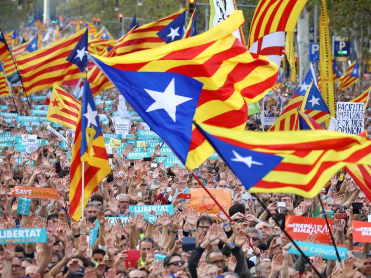 Des centaines de partisans de l'indépendance manifestent à Barcelone
