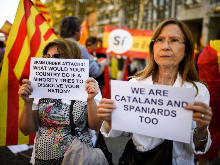 Des centaines de milliers de manifestants anti-indépendantistes ont défilé à Barcelone