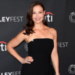 L'actrice Ashley Judd arrive sur le tapis rouge pour l'EPIX Berlin Station & # 39; preview au Centre Paley pour les médias à Beverly Hills, en Californie, le 16 Septembre, 2017. / AFP PHOTO / Mark RALSTON (Crédit photo devrait lire MARK RALSTON / AFP / Getty Images) /> <noscript><br />                             <img src=