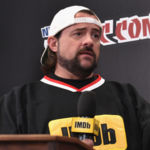 "NEW YORK, NY - OCTOBER 07: Kevin Smith hosts IMDb LIVE at NY Comic-Con at Javits Center on October 7, 2017 in New York City. (Photo by Bryan Bedder/Getty Images for IMDb.com)"" class=""sdc-article-image-grid__image""/><noscript><br />                             <img src="