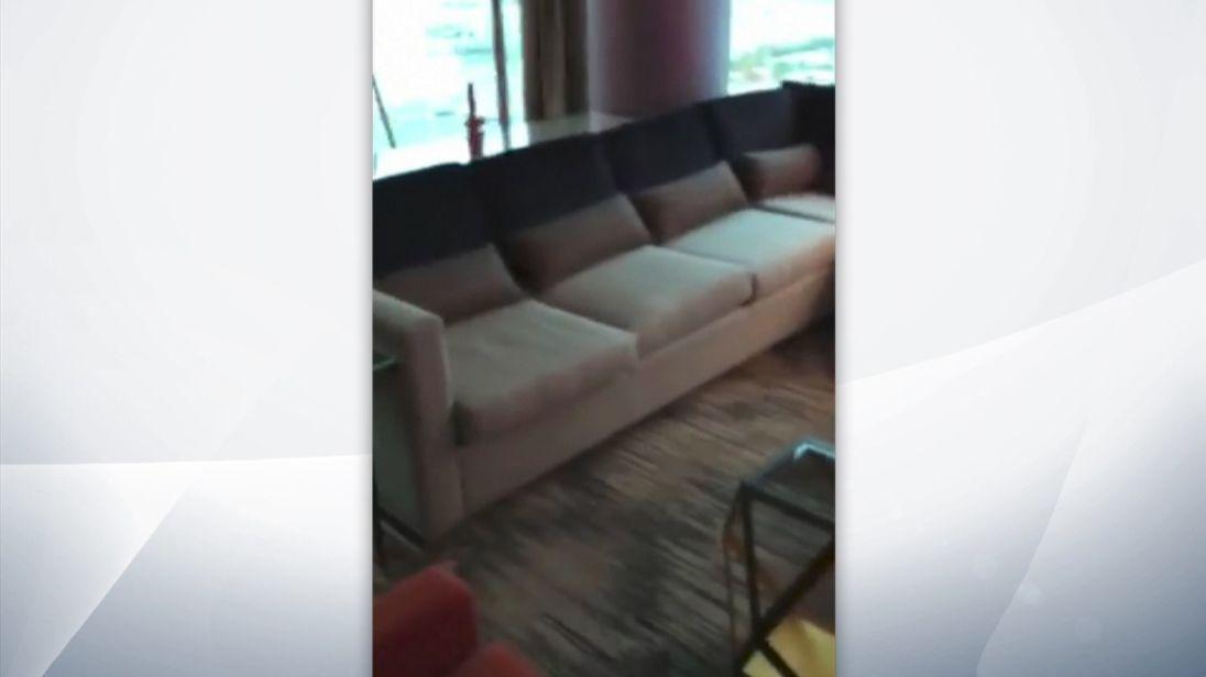 L'homme armé de Las Vegas Stephen Paddock a tiré des armes de cette chambre dans l'hôtel Mandalay Bay