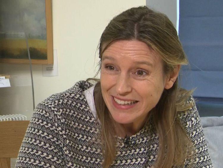 """Sarah Gubb, propriétaire de Cashel Blue. fromagers fermiers, basé à Co. Tipperar Sarah Gubb dit que le Brexit est une 'grande opportunité pour l'Irlande' </span><br />       </figcaption></figure> </div> <p> Loin de considérer le Brexit comme une menace, Sarah Gubb, propriétaire des fromageries fermières Cashel Blue, basée à Co Tipperary, a insisté sur le fait que Permettez aux producteurs comme elle de trouver de nouveaux marchés. </p> <p> """"Je pense que c'est une grande opportunité pour l'Irlande, je suis très pro-européen, et cela va dans une certaine mesure relâcher les chaînes de tabliers vers la Grande-Bretagne. sera toujours un partenaire commercial important de l'Irlande, mais en réalité, lorsque vous regardez de nombreuses industries, l'industrie de la pêche, l'industrie de la viande, les produits irlandais sont vraiment respectés en Europe continentale. """"</p> </p></div> </pre>  <div class="""