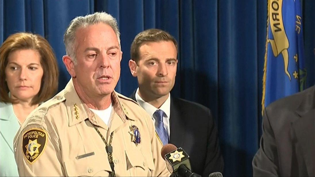 Le shérif du comté de Clark rapporte qu'il y a peut-être plus de 20 personnes blessées que la première pensée après le tir de Las Vegas