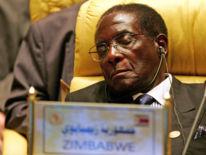 M. Mugabe ferme les yeux lors d'une réunion de l'Union africaine en juillet 2005
