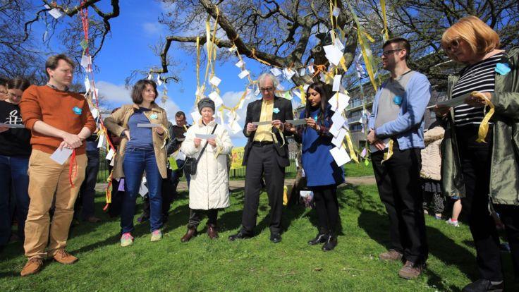 La famille et les partisans ont attaché des rubans jaunes pour commémorer 365 jours depuis l'emprisonnement de Nazanin à Téhéran </span><br />         <span class=