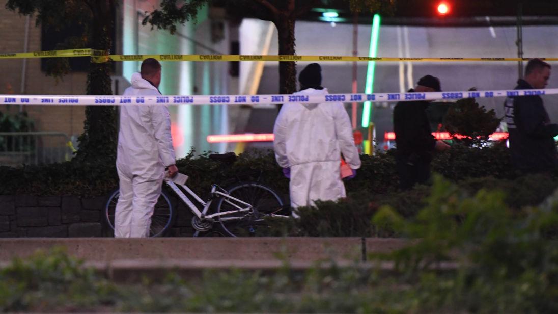 Des équipes médico-légales enquêtent sur la scène de l'attentat de New York