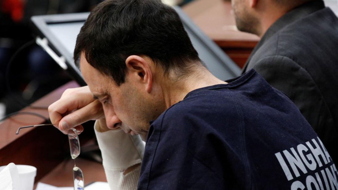 Larry Nassar a entendu plus de 100 femmes s'exprimer contre lui devant le tribunal