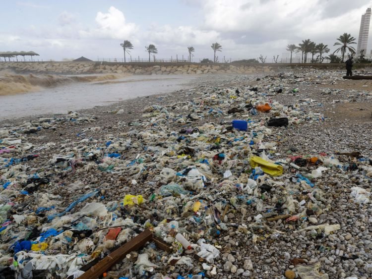 Zouq Mosbeh du Liban a été couvert dans les ordures
