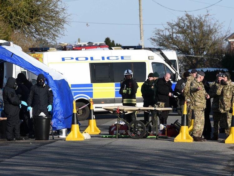 Police, Armée et Service d'Urgence personnelle sur Larkhill Road à Durrington, Salisbury