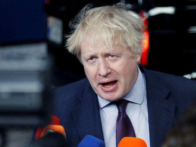 Boris Johnson, ministre des Affaires étrangères de Grande-Bretagne, parle aux médias à l'occasion d'une réunion des ministres des Affaires étrangères de l'Union européenne à Bruxelles