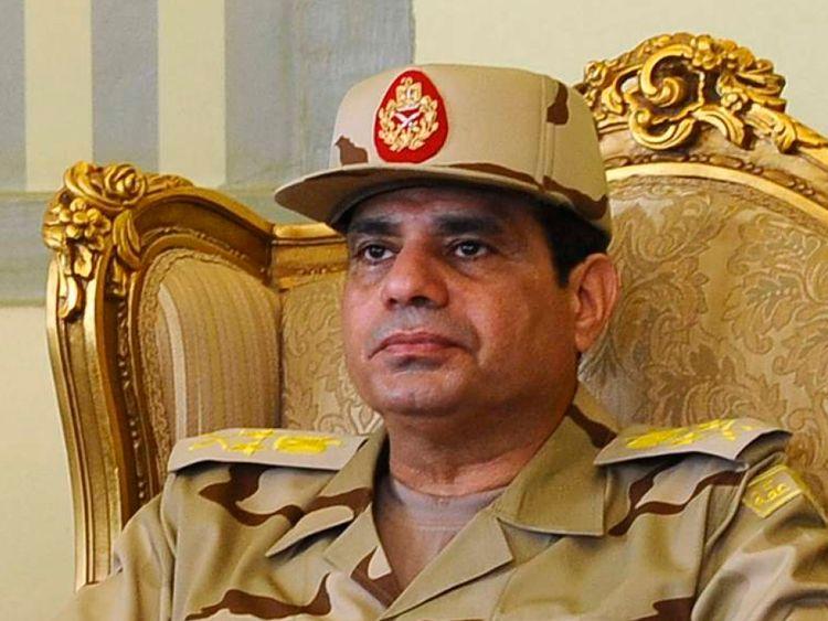 Abdel Fattah al-Sisi est vu lors d'une conférence de presse au Caire sur la libération de sept des membres des forces de sécurité égyptiennes enlevées par des militants islamistes au Sinaï