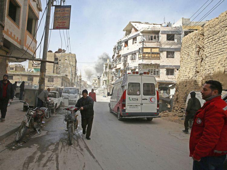 """Le HCR et ses partenaires aident ceux qui ont évacué la Ghouta orientale Le HCR et ses partenaires aident ceux qui ont évacué la Ghouta orientale à la périphérie de Damas </span><br />       </figcaption></figure> </div> <p> M. Mahecic a déclaré que l'agence était """"alarmée par un nouvel approfondissement de la crise humanitaire en Syrie"""". La guerre civile syrienne est entrée dans sa huitième année la semaine dernière, ayant tué un demi-million de personnes et chassé plus de 11 millions de leurs foyers. </p> <p> Près de six millions de Syriens ont fui à l'étranger </p> <p> Dans le nord-est du pays, une autre urgence se déroule à Afrin, où environ 104 000 personnes ont quitté leurs foyers <strong> en raison des attaques turques </strong>. </p> <p> 10 000 autres personnes sont bloquées dans les rebelles Az-Ziyara alors qu'ils tentent de pénétrer dans les régions du gouvernement syrien, en vain </p> <p> <strong> :: Assad de Syrie se dirige lui-même à travers Damas en direction de la Ghouta orientale </strong></p> <div class="""
