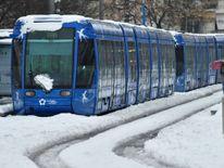 Un tramway bloqué par la neige à Montpellier, sud de la France