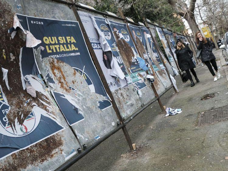 Panneaux électoraux pour les candidats à Rome