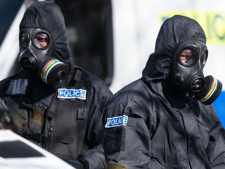 Les enquêtes se poursuivent à Salisbury alors que Sergei Skripal et sa fille restent à l'hôpital