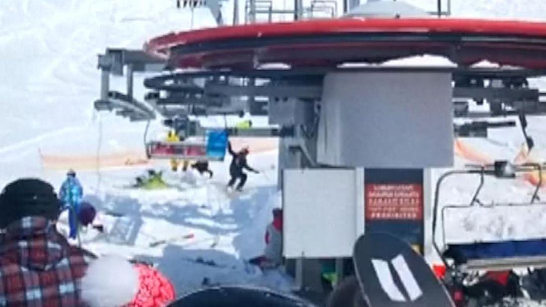 huit personnes ont été blessées quand un téléski défectueux a jeté des gens de leurs sièges dans le La station de ski géorgienne de Gaudari vendredi