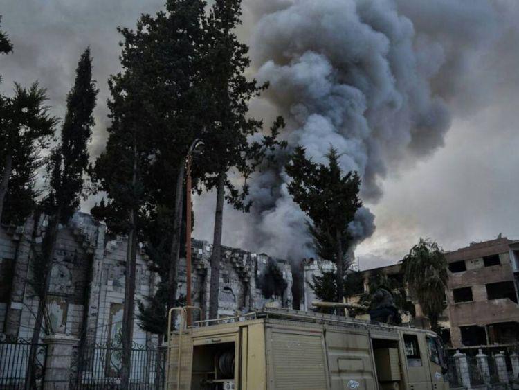 Panache de fumée sur Douma dans la Ghouta orientale, Syrie. Crédit: Save the Children / Secours en Syrie