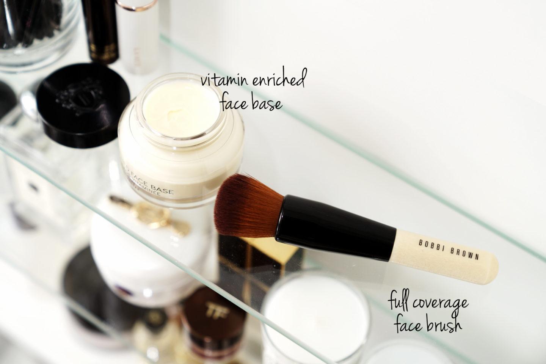 Bobbi Brown Base enrichie de vitamines et examen complet de la brosse pour le visage via The Beauty Look Book