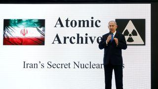 """Le Premier ministre israélien Benjamin Netanyahu s'exprime lors d'une conférence de presse au ministère de la Défense"""" srcset = """"https://e3.365dm.com/18/04/320x180/skynews-netanyahu-israel-nuclear_4297554.jpg?20180430201752 320w, https://e3.365dm.com/18/04/640x380/skynews-netanyahu -israel-nuclear_4297554.jpg? 20180430201752 640w, https://e3.365dm.com/18/04/736x414/skynews-netanyahu-israel-nuclear_4297554.jpg?20180430201752 736w, https://e3.365dm.com/18 /04/992x558/skynews-netanyahu-israel-nuclear_4297554.jpg?20180430201752 992w, https://e3.365dm.com/18/04/1096x616/skynews-netanyahu-israel- nuclear_4297554.jpg? 20180430201752 1096w, https://e3.365dm.com/18/04/1600x900/skynews-netanyahu-israel-nuclear_4297554.jpg?20180430201752 1600w, https://e3.365dm.com/18/04/ 1920x1080 / skynews-netanyahu-israel-nucléaire_4297554.jpg? 20180430201752 1920w, https://e3.365dm.com/18/04/2048x1152/skynews-netanyahu-israel-nuclear_4297554.jpg?20180430201752 2048w """"sizes ="""" (min- largeur: 900px) 992px, 100vw"""