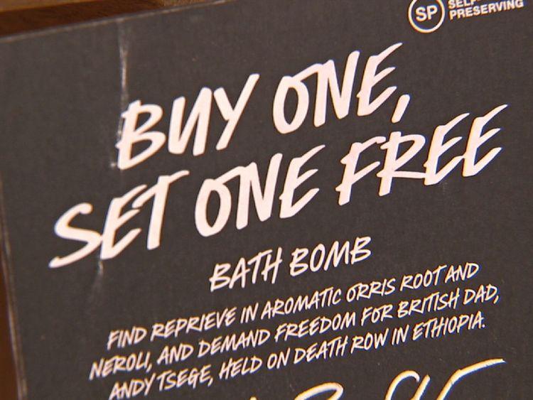 Le détaillant Lush soutient Andy Tsege avec une bombe de bain appelée Buy One Set One