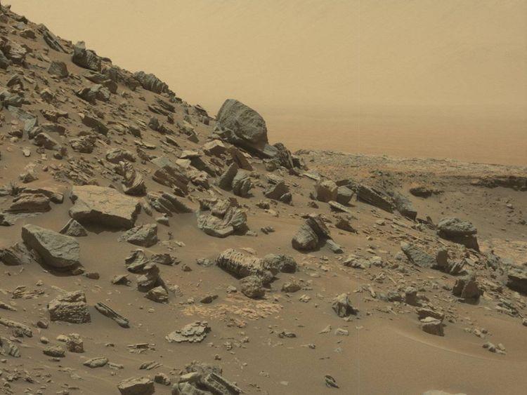 Une colline en pente frappante sur Mars capturée par le Rover de curiosité. Pic: NASA / JPL-Caltech / MSSS