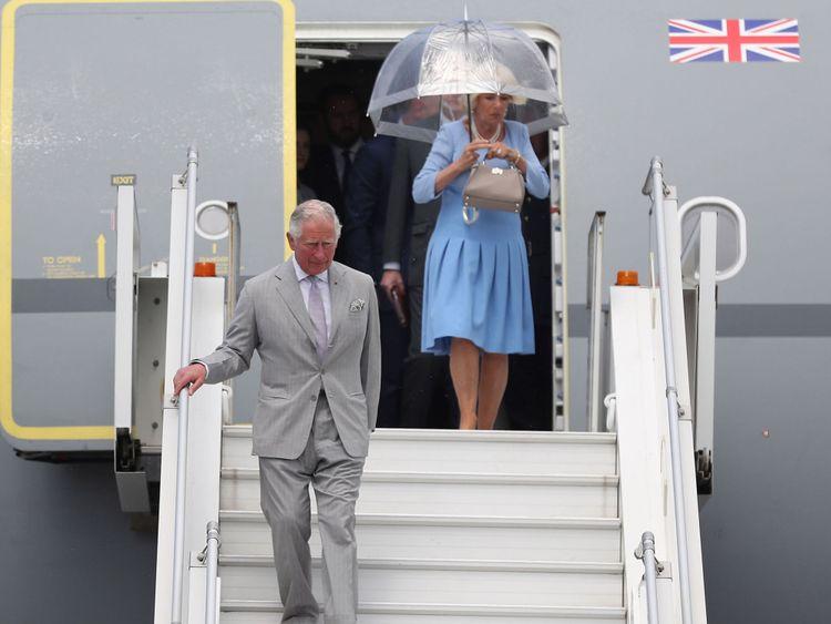 ] Le prince de Galles et la duchesse de Cornouailles arrivent à l'aéroport de Nice Cote d'Azur, à Nice, en France, pour le début de leur visite officielle en France et en Grèce.