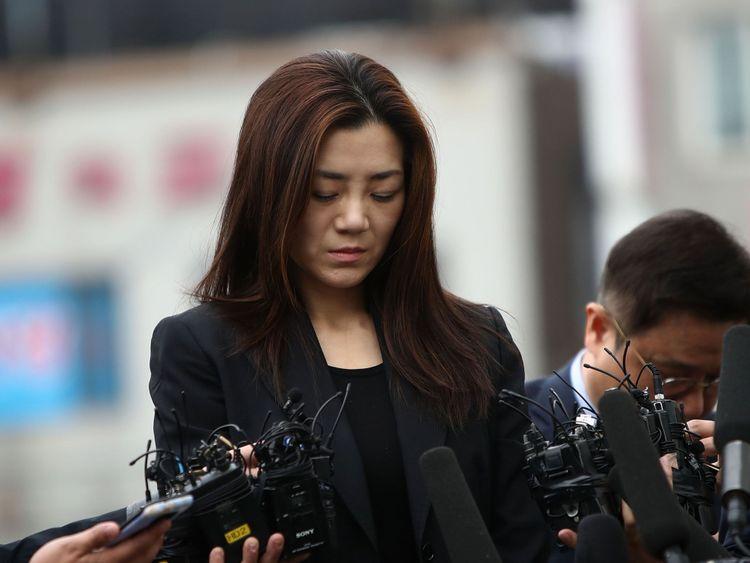 le 1er mai 2018 à Séoul, en Corée du Sud. La police a déclaré qu'ils interrogeraient Cho Hyun-min, cadre supérieur de Korean Air et fille cadette du président de la compagnie aérienne Cho Yang-ho, en tant que suspect pour des allégations d'agression et d'entrave aux affaires contre le directeur de la publicité de la compagnie aérienne