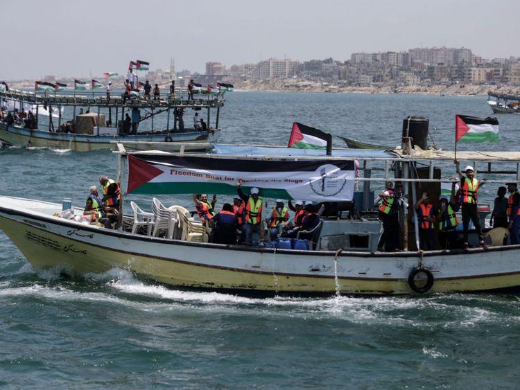 Des bateaux transportant des patients et des étudiants sont partis pour essayer de briser le blocus israélien