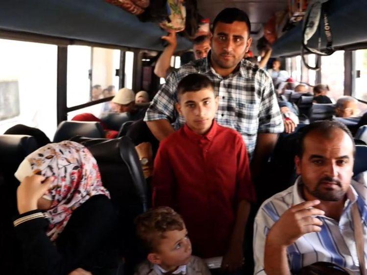 Les Palestiniens dans un bus pour l'Egypte, après que la frontière ait été ouverte comme un rare geste d'Egypte