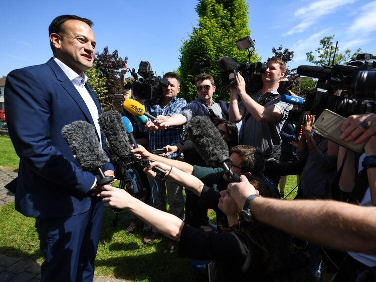 Taoiseach, Leo Varadkar, quitte après avoir voté en Irlande référendum sur l'avortement