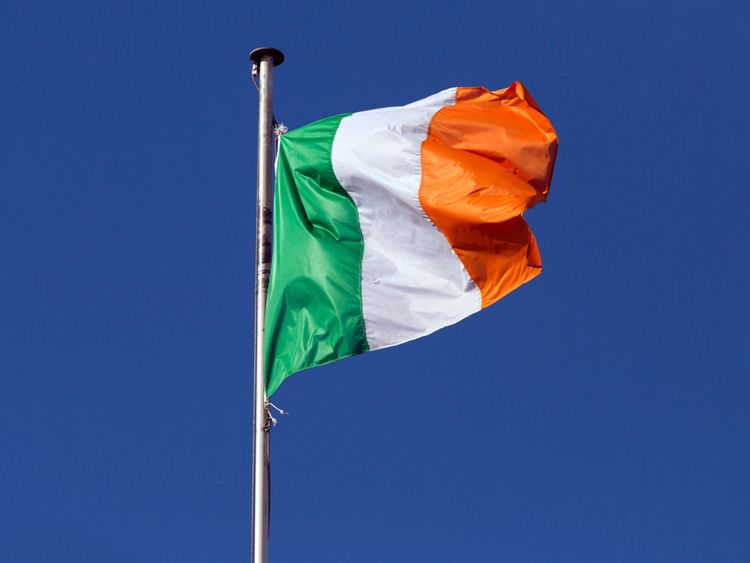 Irlande ira aux urnes sur L'Irlande ira aux urnes sur la libéralisation des lois sur l'avortement le vendredi 25 mai </span><br />       </figcaption> </figure> </div> <p> Il est intéressant de noter que les femmes ne sont pas plus enclines à soutenir la légalisation de l'avortement jusqu'à 12 semaines que les hommes – 47% des femmes sont en faveur, 38% s'y opposent, contre 48% et 36% respectivement pour les hommes. </p> <p> Et peut-être inquiétant pour les sondeurs, les personnes qui se disent mal à l'aise de parler d'avortement en public s'y opposent fermement 46% à 30% tandis que ceux qui se déclarent à l'aise soutiennent 57% à 34%. </p> <p> Le soutien à la légalisation de l'avortement était beaucoup plus élevé dans certaines circonstances. Trois sur quatre (75%) soutiennent la légalisation de l'avortement lorsque la femme est enceinte en raison d'un viol, avec seulement 11% d'opposition; 52% soutiennent et 28% s'opposent à la légalisation de l'avortement lorsque l'enfant est handicapé et nécessiterait des soins à vie; et 55% soutiennent et 30% s'opposent si la grossesse causera des problèmes de santé non-mortels pour la mère. </p> <p> Un Irlandais sur 10 pense que les hommes ne devraient pas être autorisés à voter au référendum, avec 79% disant qu'ils devraient et 28% pensent que les personnes nées en Irlande ne devraient pas être autorisées à voter lors du référendum, alors que 66% le disent [1969027] Plus de la République d'Irlande </h3> </p></div> </div> </div> <p><em><strong> Sky Data a interviewé un échantillon représentatif national de 977 clients Sky dans le République d'Irlande. Les données sont pondérées en fonction du profil de la population </strong> </em> </p> <p> Pour les tableaux complets de données du ciel, veuillez <strong> cliquer ici </strong></p> </p></div> </pre>  <div class=bzkshop><ul class=bzkshop-list>  <li class=bzkshop-item tabindex=0 data-bzkshop=