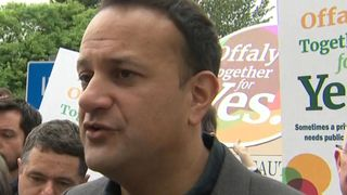 "Leo Varadkar dit qu'il n'y a pas de complaisance ""srcset ="" https://e3.365dm.com/18 /05/320x180/skynews-ireland-referendum_4315766.jpg?20180520150520 320w, https://e3.365dm.com/18/05/640x380/skynews-ireland-referendum_4315766.jpg?20180520150520 640w, https: //e3.365dm .com / 18/05 / 736x414 / skynews-ireland-referendum_4315766.jpg? 20180520150520 736w, https://e3.365dm.com/18/05/992x558/skynews-ireland-referendum_4315766.jpg?20180520150520 992w, https: / /e3.365dm.com/18/05/1096x616/skynews-ireland-referendum_4315766.jpg?20180520150520 1096w, https://e3.365dm.com/18/05/1600x900/skynews-ireland-referendum_4315766.jpg?20180520150520 1600w , https://e3.365dm.com/18/05/1920x1080/skynews-ireland-referendum_4315766.jpg?20180520150520 1920w, https://e3.365dm.com/18/05/2048x1152/skynews-ireland-referendum_4315766. jpg? 20180520150520 2048w ""sizes ="" (min-width: 900px) 992 px, 100vw"