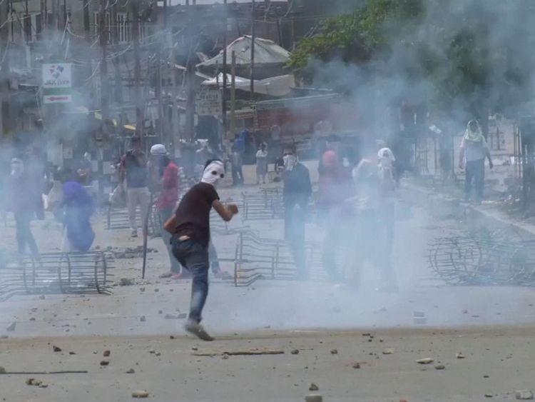 Les forces gouvernementales ont ouvert le feu pour disperser les protestations