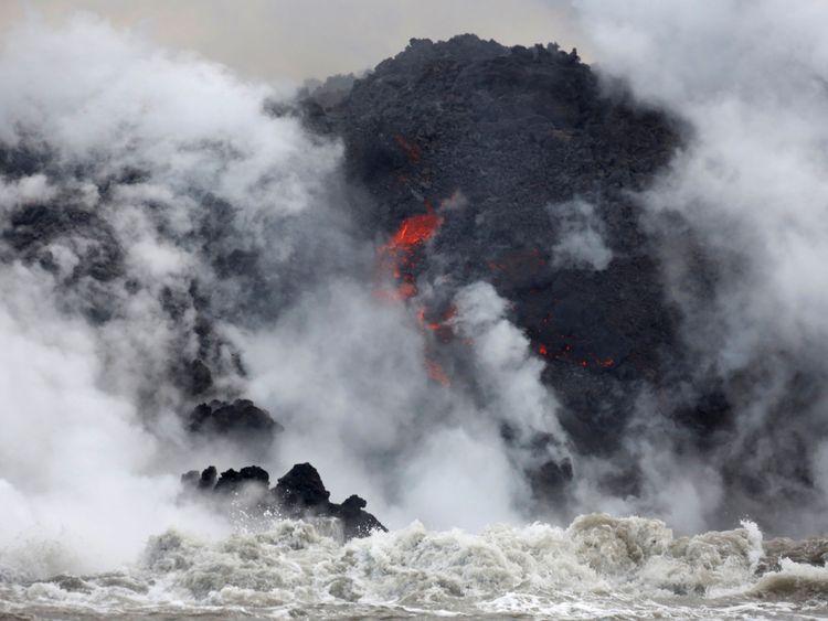Comme le vent change de direction, davantage d'Hawaïens sont menacés par les nuages toxiques. ] [Image:</span><br />         <span class=