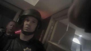 """Le corps de Stephen Paddock, dans une mare de sang, était dans la pièce quand la police entra """"srcset ="""" https://e3.365dm.com/18/05/320x180/skynews-las-vegas-police-stephen-paddock_4299377.jpg?20180503041341 320w, https://e3.365dm.com/18/05 /640x380/skynews-las-vegas-police-stephen-paddock_4299377.jpg?20180503041341 640w, https://e3.365dm.com/18/05/736x414/skynews-las-vegas-police-stephen-paddock_4299377.jpg? 20180503041341 736w, https://e3.365dm.com/18/05/992x558/skynews-las-vegas-police-stephen-paddock_4299377.jpg?20180503041341 992w, https://e3.365dm.com/18/05/ 1096x616 / skynews-las-vegas-police-stephen-paddock_4299377.jpg? 20180503041341 1096w, https://e3.365dm.com/18/05/1600x900/skynews-las-vegas-police-stephen-paddock_4299377.jpg?20180503041341 1600w, https://e3.365dm.com/18/05/1920x1080/skynews-las-vegas-police-stephen-paddock_4299377.jpg?20180503041341 192 0w, https://e3.365dm.com/18/05/2048x1152/skynews-las-vegas-police-stephen-paddock_4299377.jpg?20180503041341 2048w """"tailles ="""" (min-largeur: 900px) 992px, 100vw [19659026] 1:31 </span><br />                     </span></p> <p>            </span><figcaption class="""