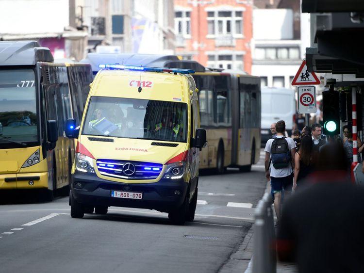 Une ambulance sur les lieux de la fusillade à Liège