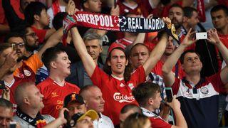"""Supporters de Liverpool """"srcset ="""" https://e3.365dm.com/18/05/320x180/skynews-liverpool-supporters_43213 80.jpg? 20180526193524 320w, https://e3.365dm.com/18/05/640x380/skynews-liverpool-supporters_4321380.jpg?20180526193524 640w, https://e3.365dm.com/18/05/736x414/ skynews-liverpool-supporters_4321380.jpg? 20180526193524 736w, https://e3.365dm.com/18/05/992x558/skynews-liverpool-supporters_4321380.jpg?20180526193524 992w, https://e3.365dm.com/18/ 05 / 1096x616 / skynews-liverpool-supporters_4321380.jpg? 20180526193524 1096w, https://e3.365dm.com/18/05/1600x900/skynews-liverpool-supporters_4321380.jpg?20180526193524 1600w, https: //e3.365dm. com / 18/05 / 1920x1080 / skynews-liverpool-supporters_4321380.jpg? 20180526193524 1920w, https://e3.365dm.com/18/05/2048x1152/skynews-liverpool-supporters_4321380.jpg?20180526193524 2048w """"tailles ="""" ( min-largeur: 900px) 992px, 100vw"""