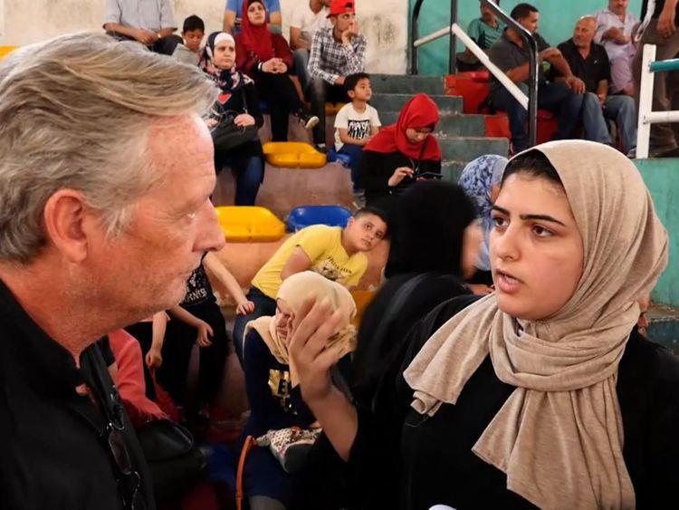 Noura el Shawa est un Palestinien qui attend de monter dans un bus pour l'Egypte