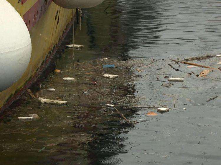 Plastique à Port de Blanes
